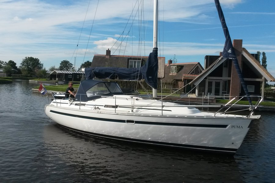 Bavaria 32 Holiday Puma Rent A Sailingboat By Maran